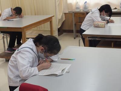 校内文字能力テストの様子