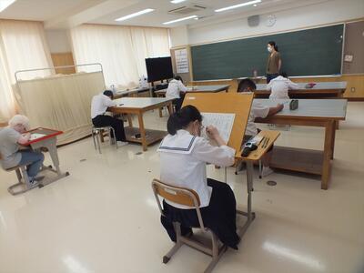 校内文字能力テストの会場の様子