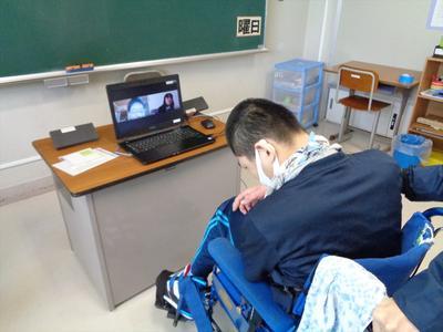 オンラインで対面する生徒